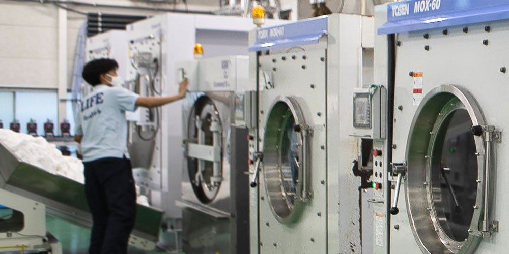 クリーニング工場で洗剤を自動投入する定量ポンプ 前編